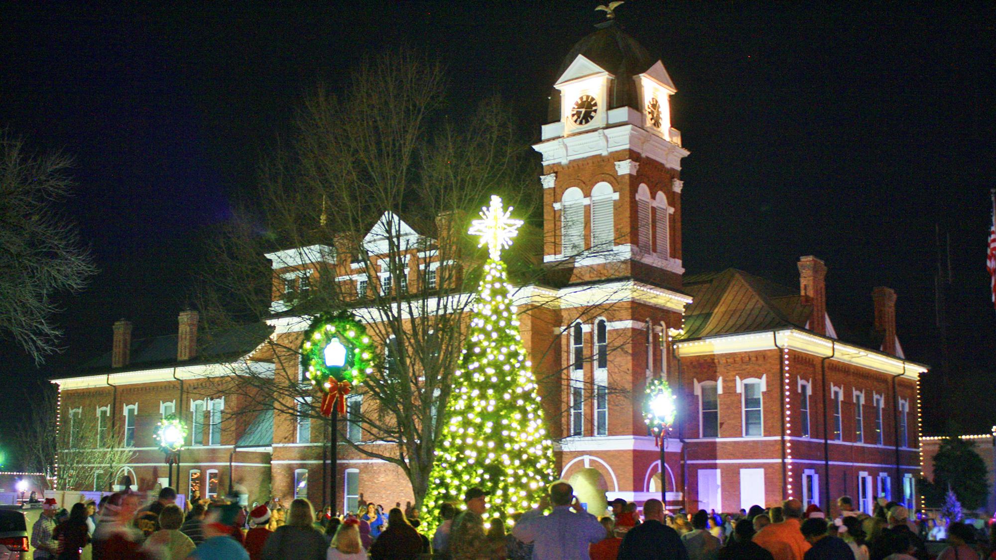 Courthouse-At-Christmas